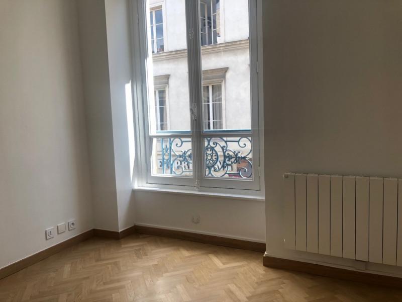 Rental apartment Paris 7ème 2079€ CC - Picture 3