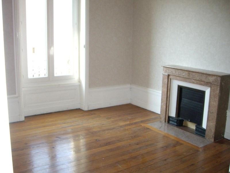 Location appartement Roanne 681€ CC - Photo 1