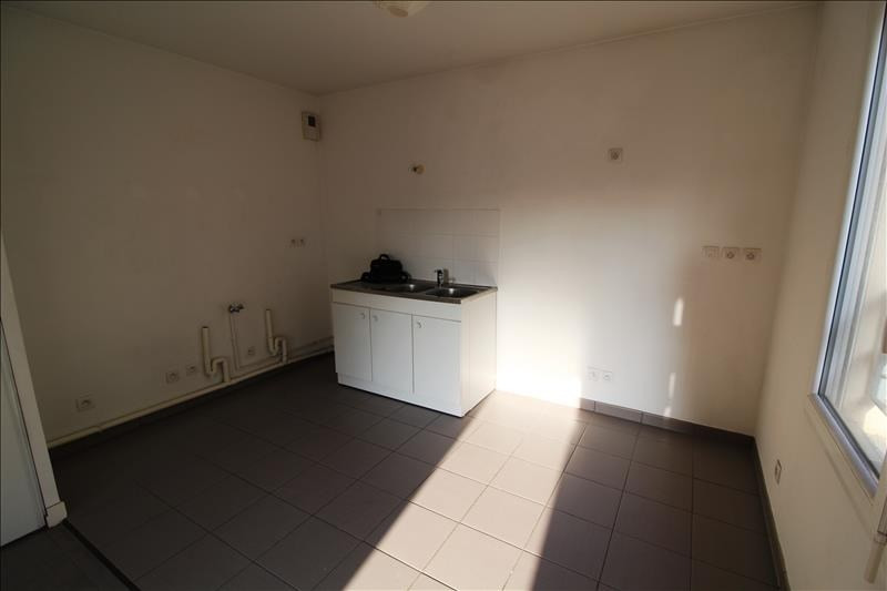 Rental apartment Trappes 790€ CC - Picture 2