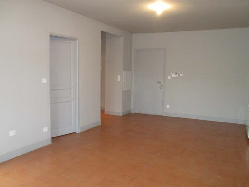 Rental apartment Nimes 752€ CC - Picture 3