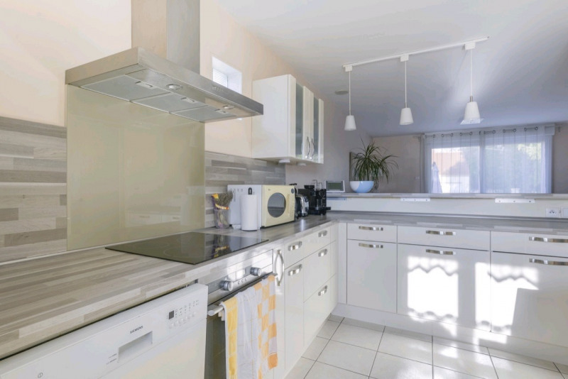 Sale house / villa Chambly 320000€ - Picture 1