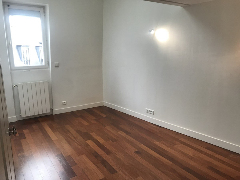 Rental apartment Courbevoie 2610€ CC - Picture 5