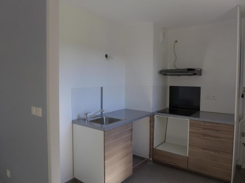Rental apartment Ecully 1 000€ CC - Picture 2
