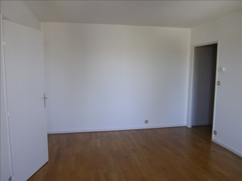 Rental apartment Vendome 465€ CC - Picture 3