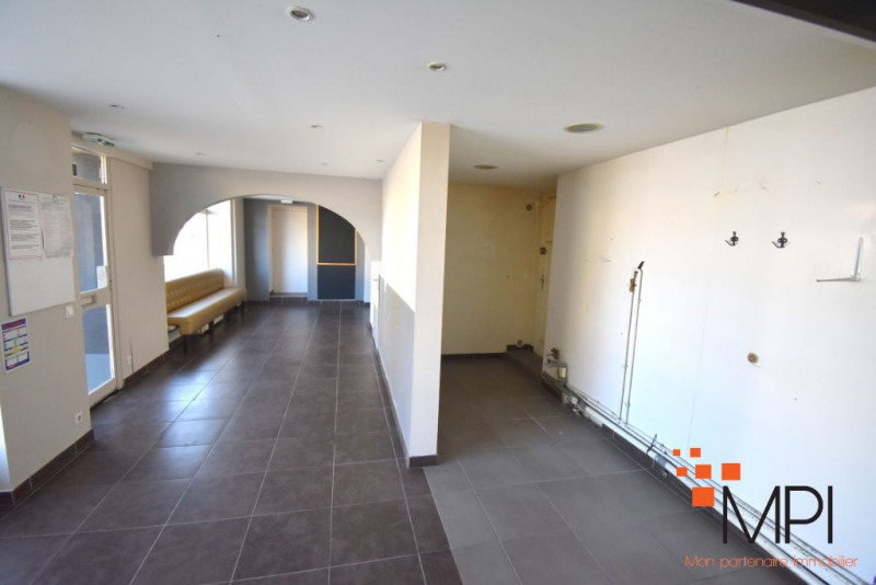 Rental building L hermitage 650€ HC - Picture 4
