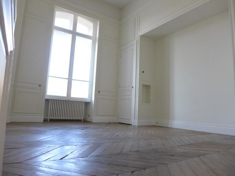 Location appartement Saint germain en laye 4 576€ CC - Photo 8