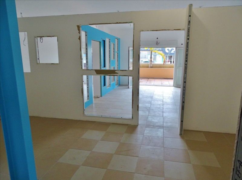 Rental empty room/storage Saint denis 1600€ CC - Picture 7