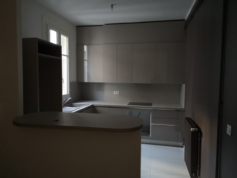 Location appartement Paris 8ème 2 080€ CC - Photo 3