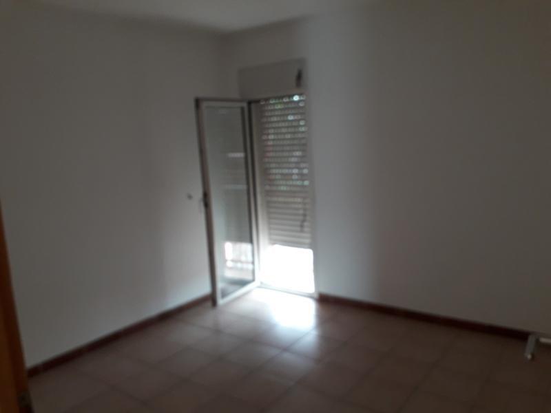 Rental apartment St pierre 750€ CC - Picture 4