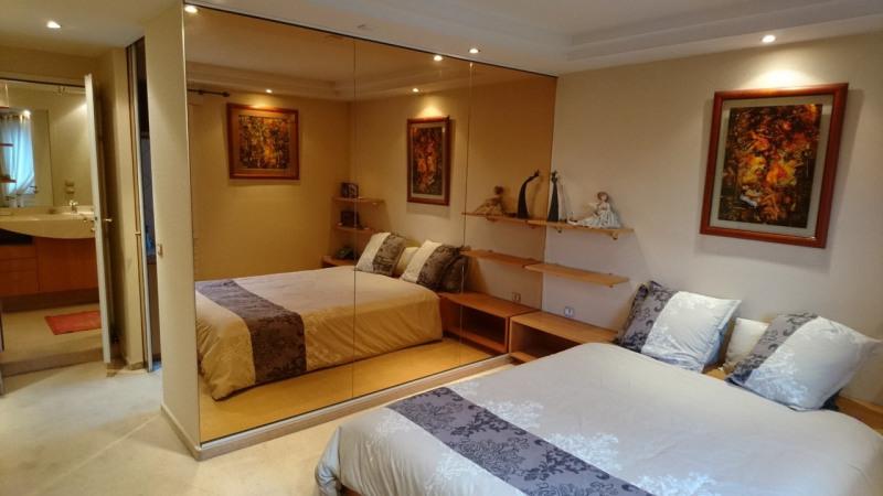 Deluxe sale apartment Gaillard 420000€ - Picture 2