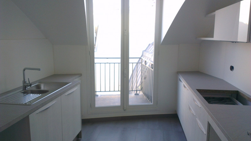 Rental apartment Paris 8ème 3070€ CC - Picture 2