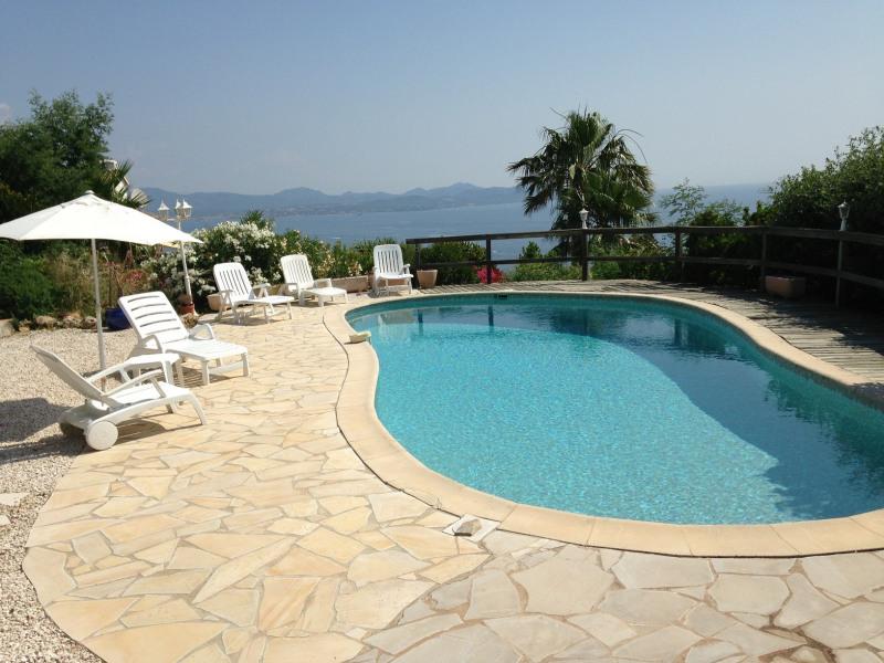 Villa piscine vue mer