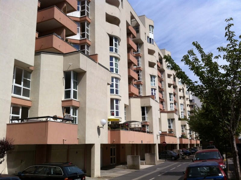 Location appartement Evry 460€ CC - Photo 1