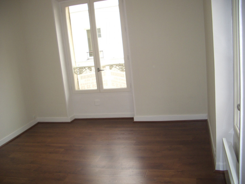 Location appartement Paris 8ème 1 380€ CC - Photo 3