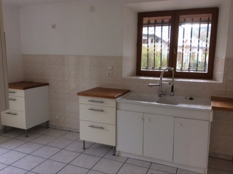 Location maison / villa Aiguebelette le lac 890€ CC - Photo 2