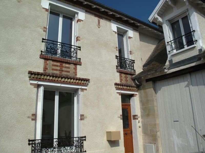 Rental house / villa Le mesnil le roi 1700€ CC - Picture 1
