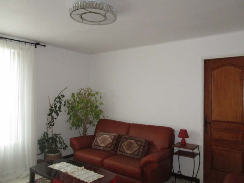 Sale apartment Nimes 86 000€ - Picture 2