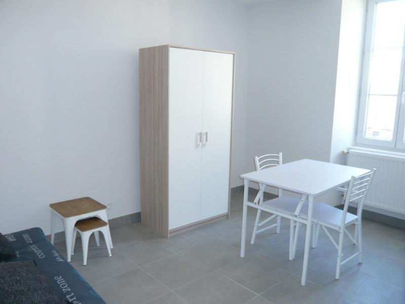Rental apartment Laval 315€ CC - Picture 2