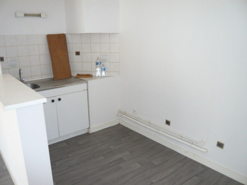Rental apartment Laval 341€ CC - Picture 1