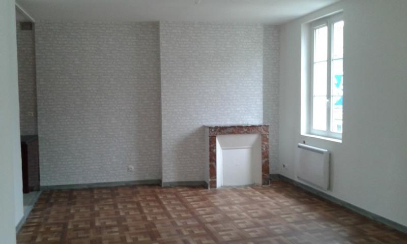 Rental apartment Chateau renault 480€ CC - Picture 1