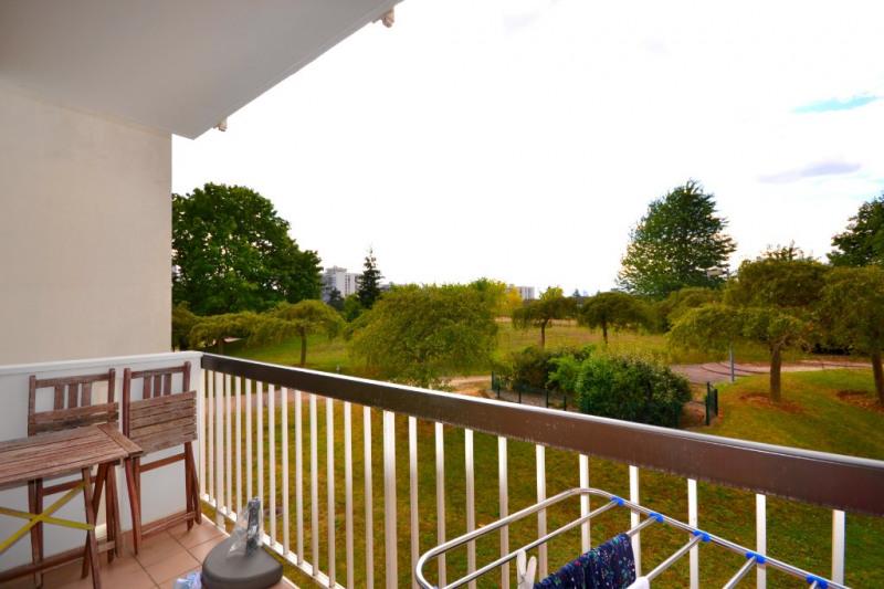 Location appartement Les clayes sous bois 957€ CC - Photo 1