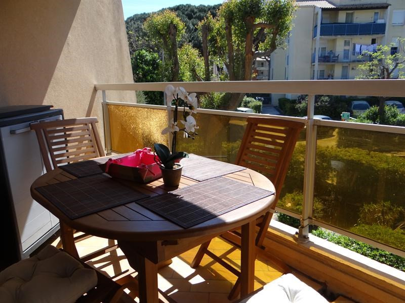 Vacation rental apartment Cavalaire sur mer 900€ - Picture 1