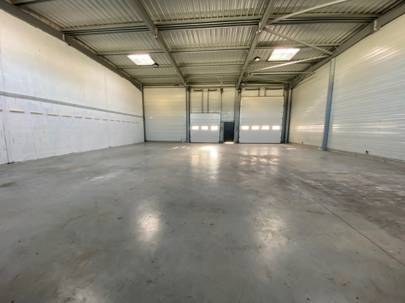 Location local commercial Six-fours-les-plages 2500€ +CH - Photo 3