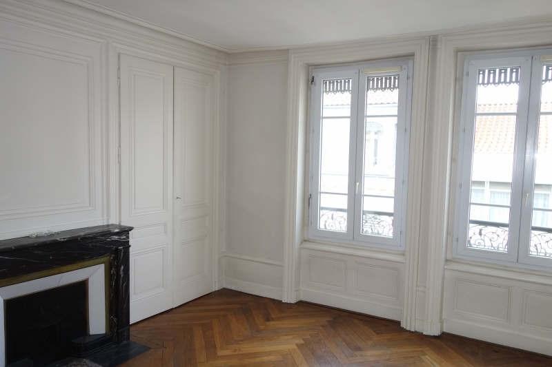 Rental apartment Lyon 2ème 817€ CC - Picture 1