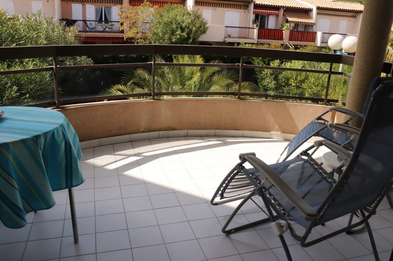 Vacation rental apartment Cavalaire sur mer 420€ - Picture 3
