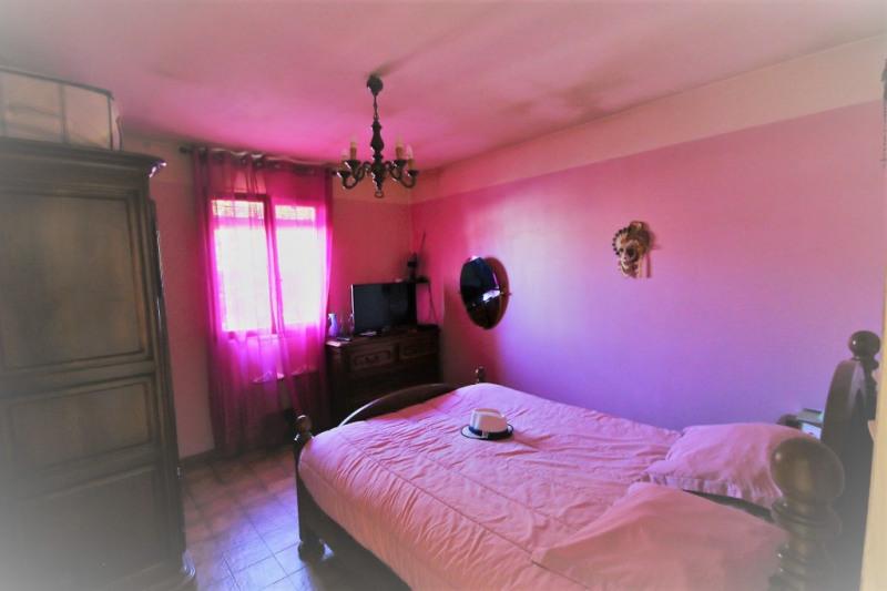 Sale house / villa Peyrolles-en-provence 315000€ - Picture 4