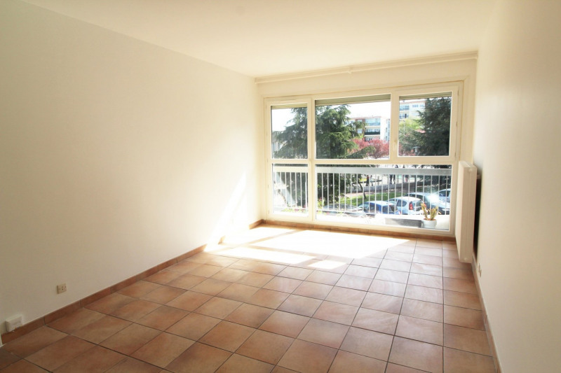 Location appartement Maurepas 821€ CC - Photo 1