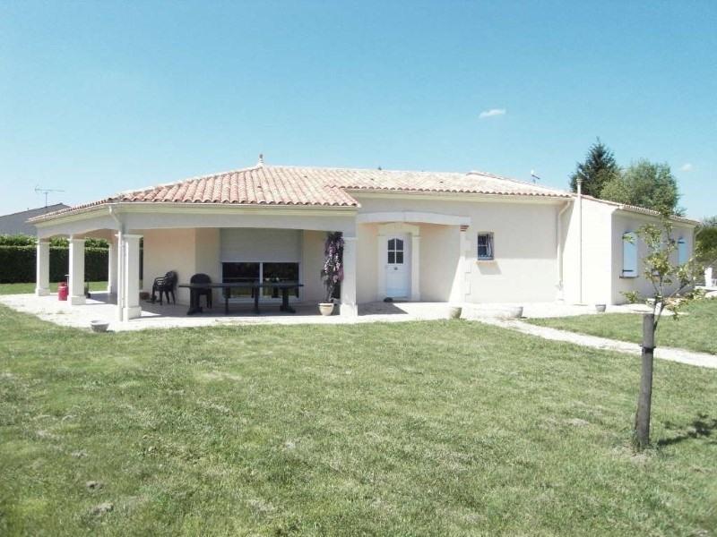Rental house / villa Germignac 890€ CC - Picture 1