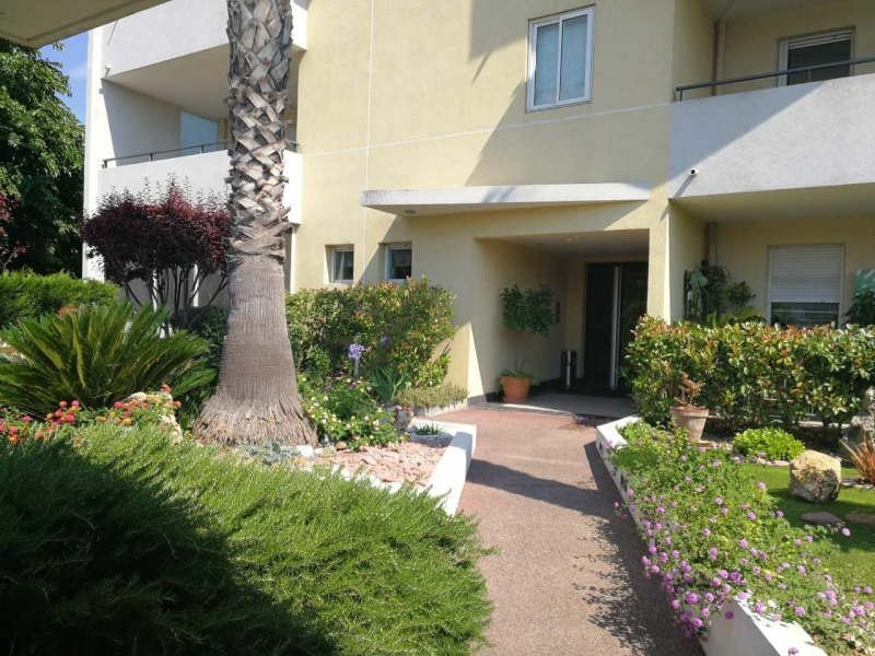 Sale apartment Cannes la bocca 265000€ - Picture 2