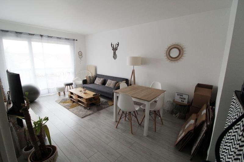 Rental apartment Maurepas 792€ CC - Picture 2