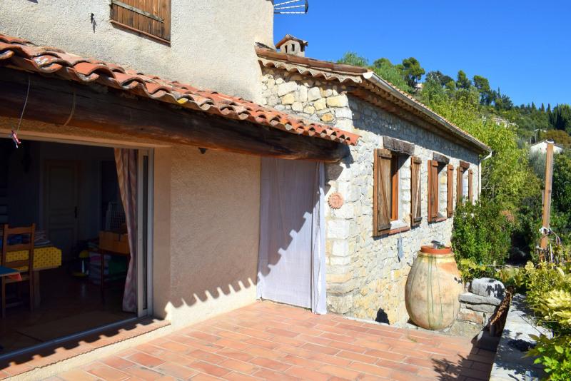 Villa traditionnelle avec vue exceptionnelle, village et vallée
