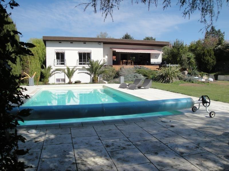 Deluxe sale house / villa Niort 586000€ - Picture 1
