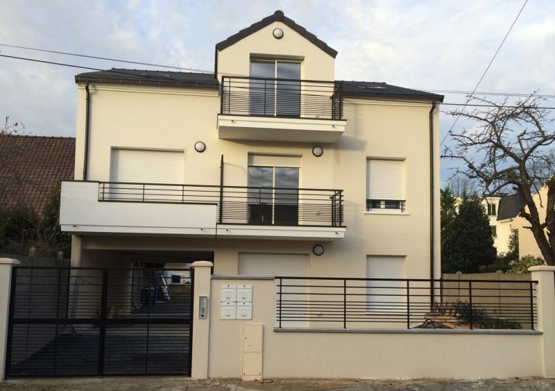 Rental apartment Sainte geneviève des bois 750€ CC - Picture 1