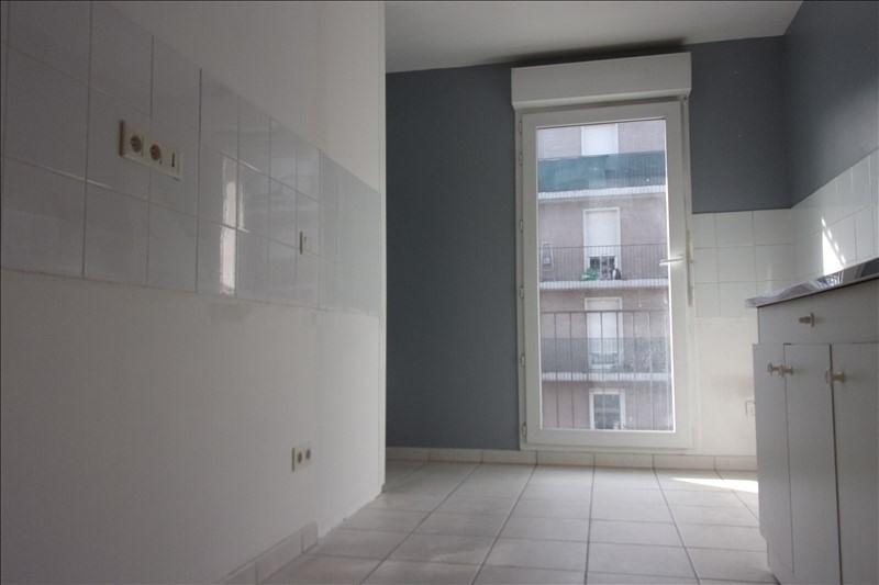 Rental apartment St denis 940€ CC - Picture 4
