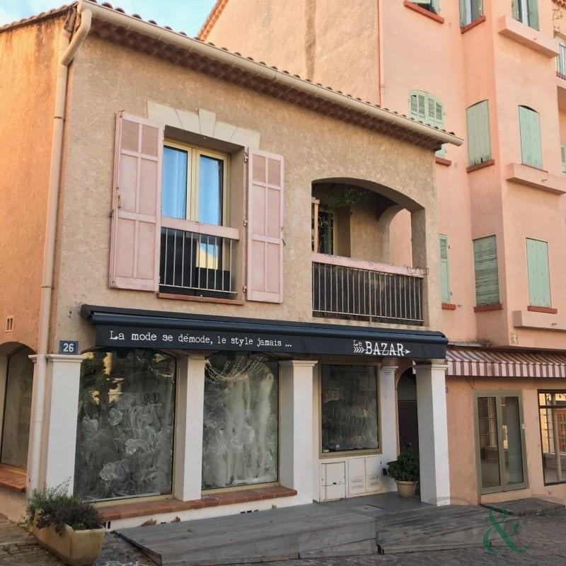 Immeuble avec appartement et commerces au coeur du Lavandou