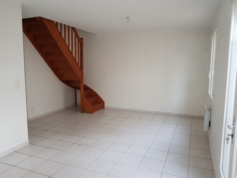 Location maison / villa Castres-gironde 740€ CC - Photo 9
