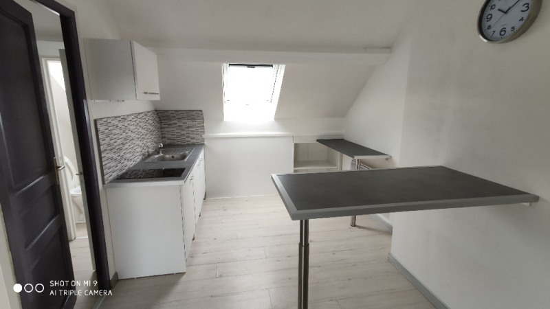 Location appartement Saint quentin 335€ CC - Photo 2