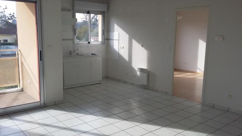 Location appartement La brède 605€ CC - Photo 1