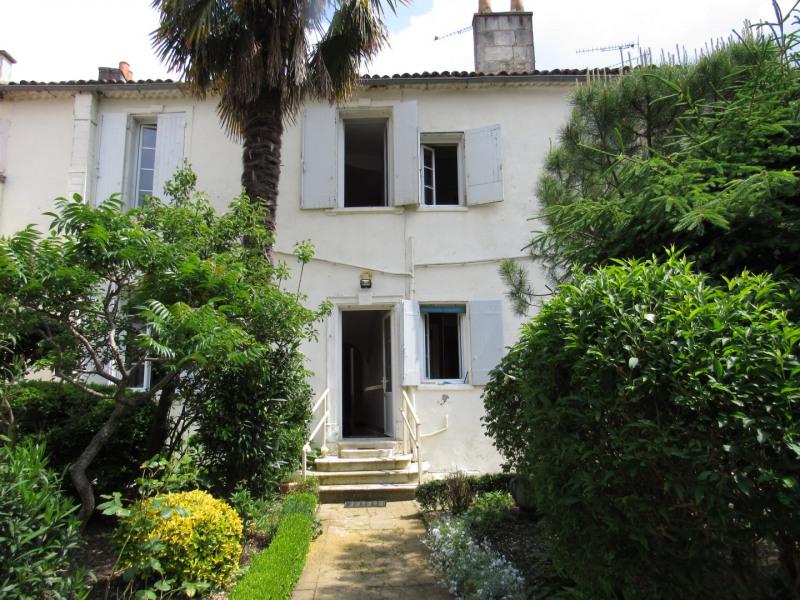 Sale house / villa Saint jean d4angely 127500€ - Picture 1