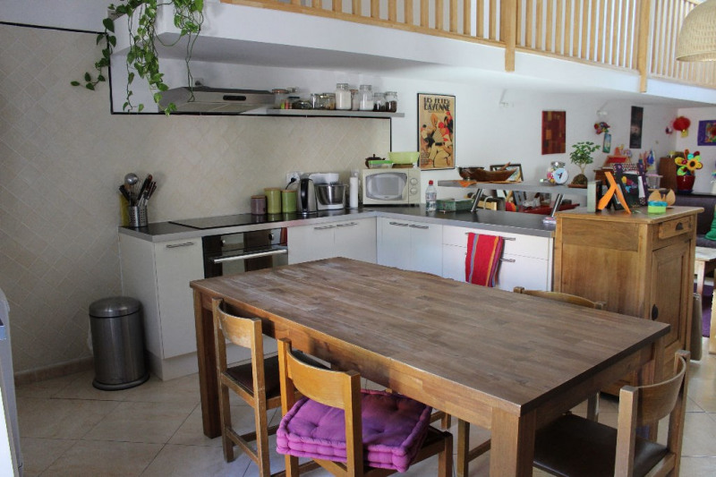 Rental apartment Lambesc 1 130€ CC - Picture 2