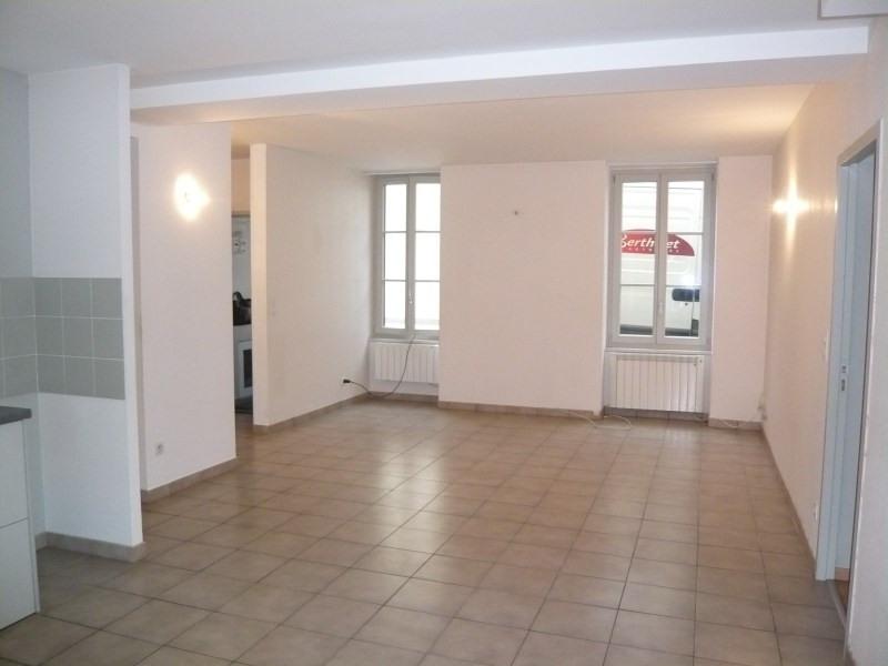 Location appartement Cremieu 765€ CC - Photo 3