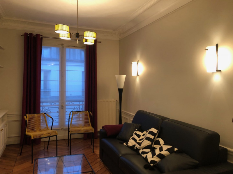 Rental apartment Paris 8ème 2 495€ CC - Picture 2