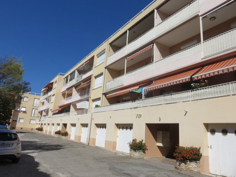 Rental apartment Bandol 1 100€ CC - Picture 1