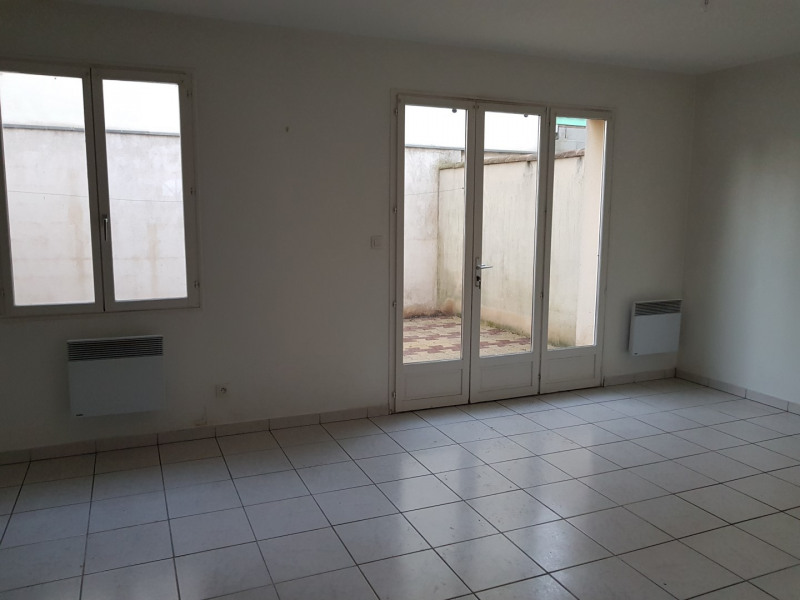 Location maison / villa Castres-gironde 740€ CC - Photo 6
