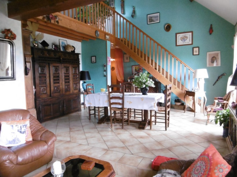 Sale house / villa Yvre l eveque 267750€ - Picture 3