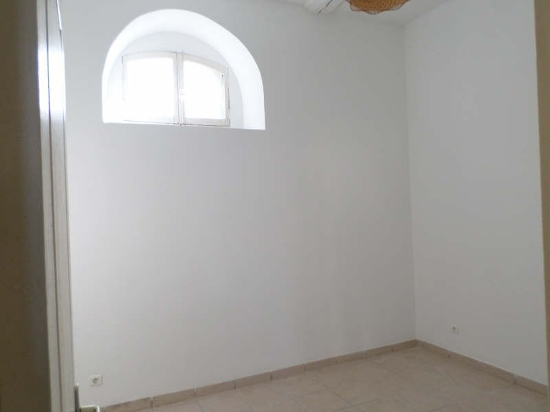 Rental apartment Eyguieres 635€ CC - Picture 4